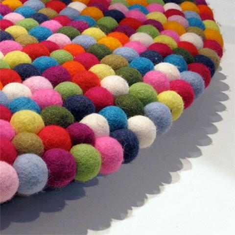 tappeto circolare di design pinocchio by Hay 1