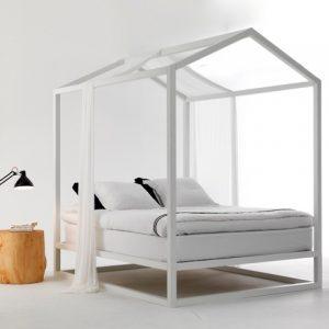 Un letto a baldacchino come la casetta in Canadà
