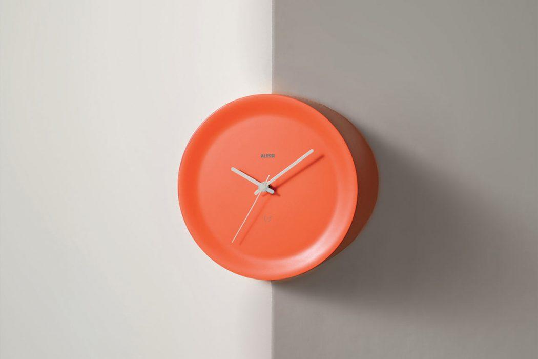 Ora In e Ora Out: gli orologi a spigolo di Alessi | Arredare ...