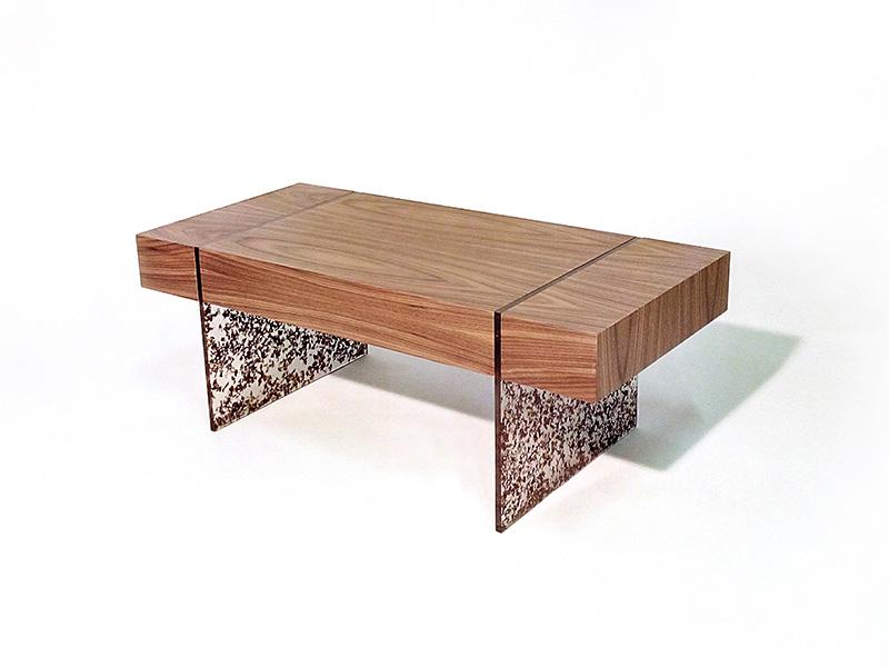 Tavolino Salotto In Noce.Truciolo Il Tavolo Da Salotto In Noce Canaletto E Resina Arredare