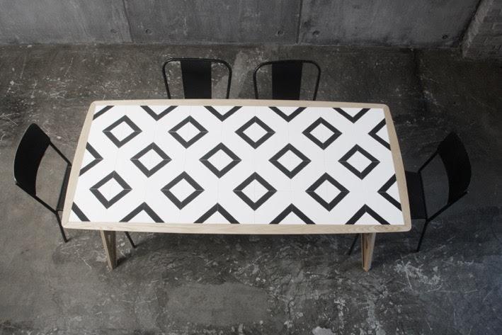 Mosaicool il tavolo mutasuperficie che stimola la creatività