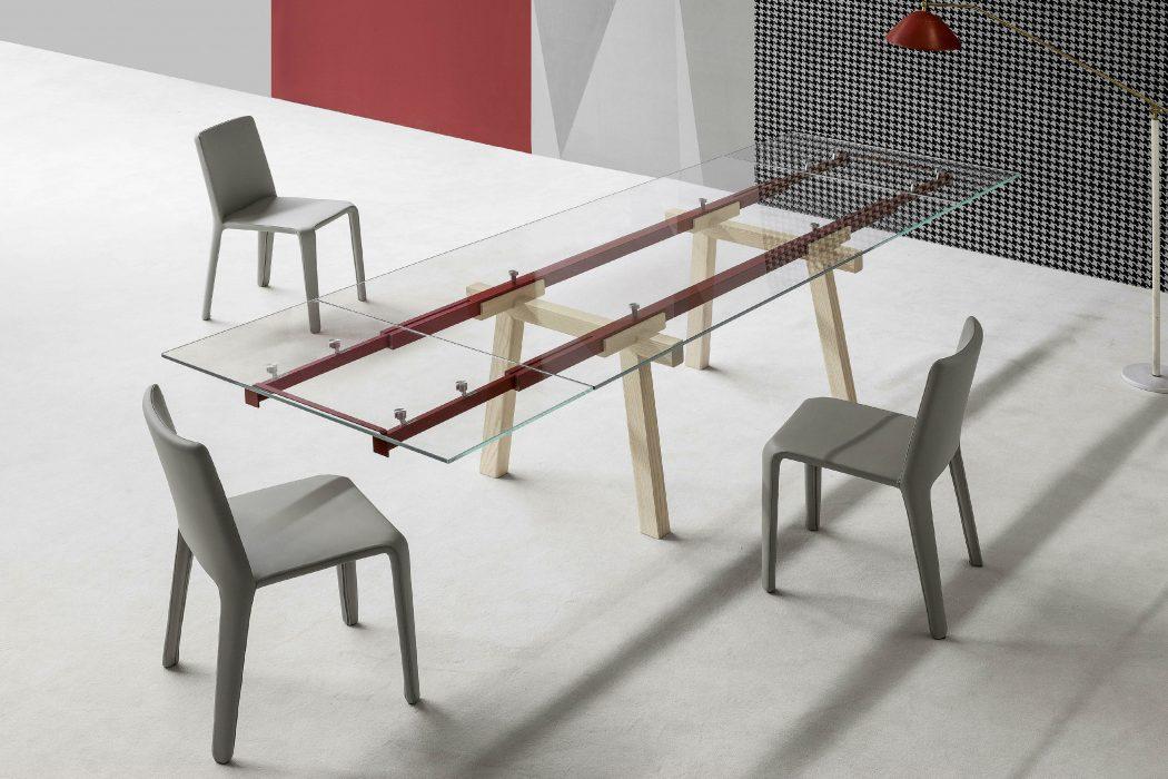 Bonaldo Tracks: il tavolo allungabile con piano in cristallo ...