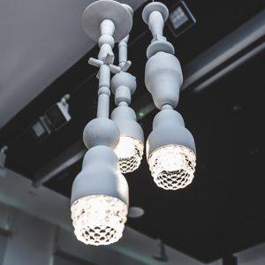 Re-interpretazioni: 13 suggestive rivisitazioni delle lampade Fedora di Axolight