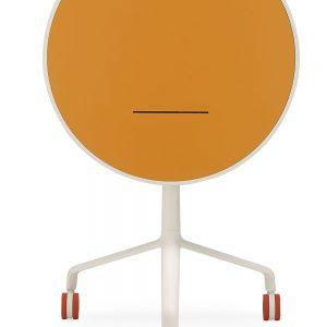 Use Me, l'originale tavolo da appoggio con piano inclinabile