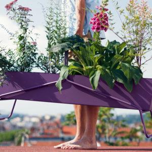 Colora il terrazzo con la fioriera Basket di Fermob