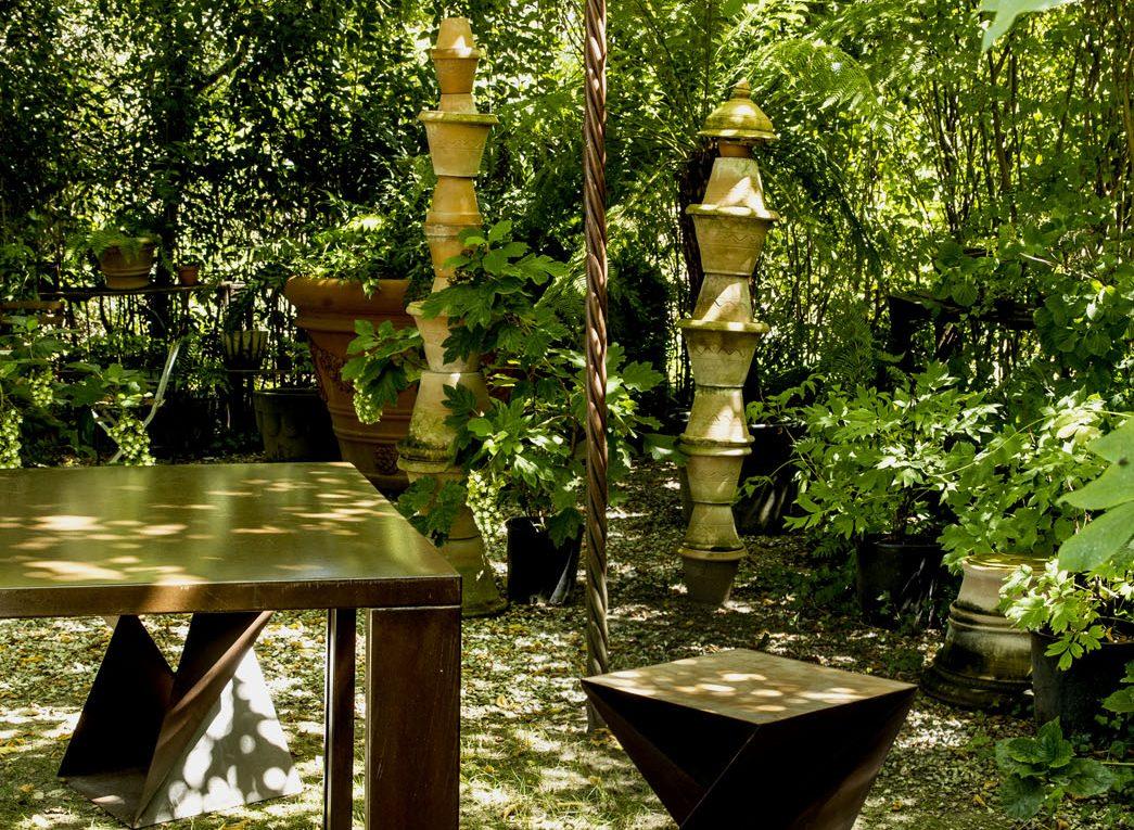 Il Giardino di Corten dettaglio angolo verde con arredo in corten