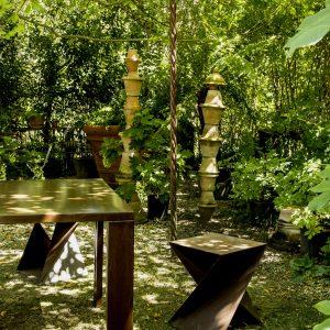 Personalizzare giardino e terrazzo con l'arredamento in acciaio corten