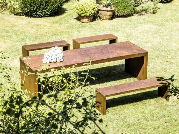 Il Giardino di Corten panche e tavolino da esterno in corten