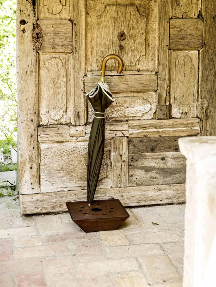 Il portaombrelli Giove de Il Giardino di Corten, un alleato perfetto per le giornate piovose