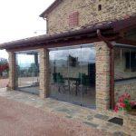 esempio di veranda chiusa in casa rustica