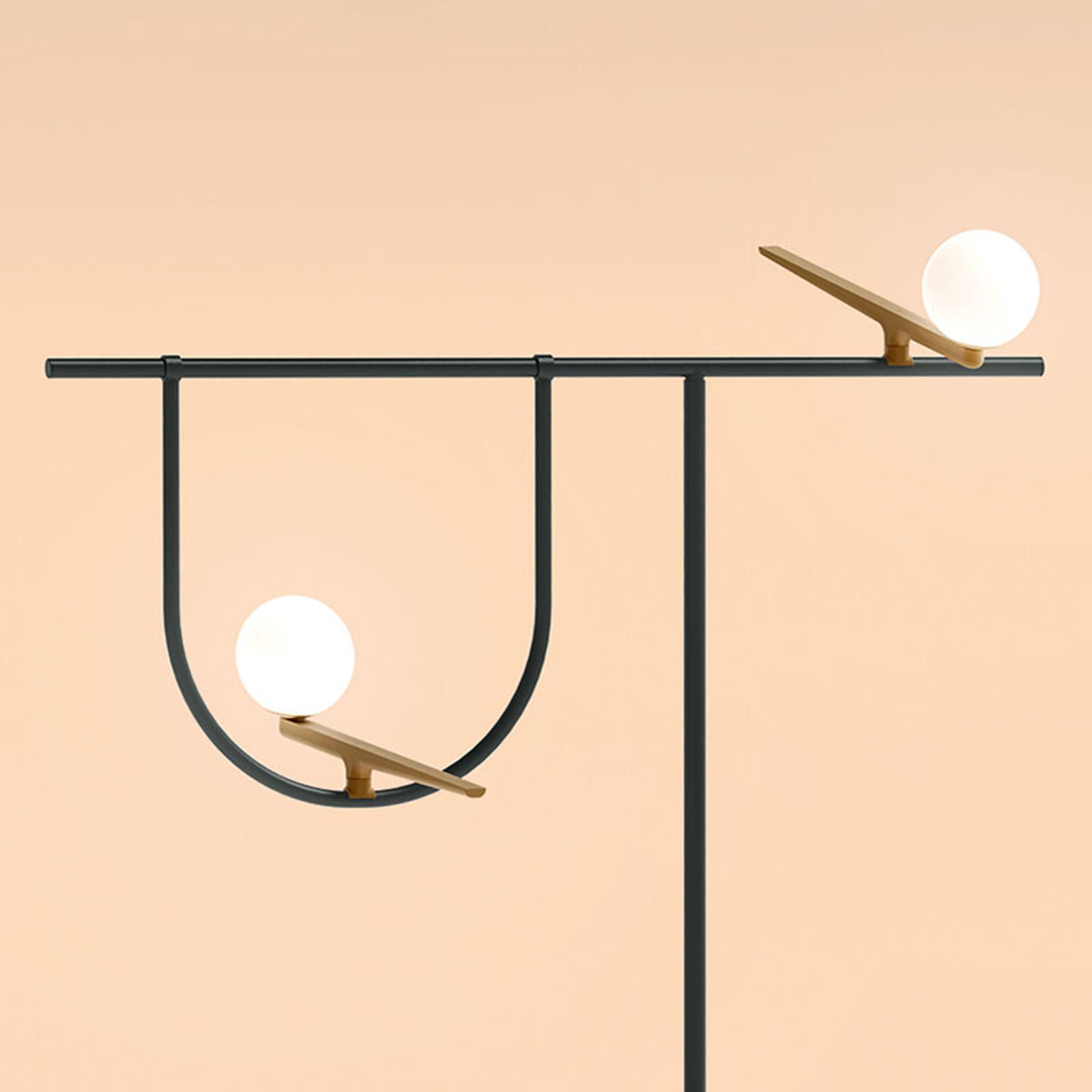 Piantana Yanzi di Artemide: illuminazione minimale ed evocativa