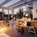 studio ricavato in una veranda chiusa con vetri panoramici