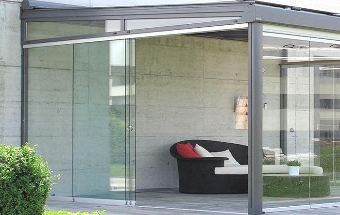 veranda con vetri scorrevoli